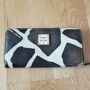 Dooney & Bourke giraffe print wallet